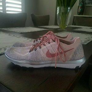 Nike Free light pink & silver shoes size 8 1/2